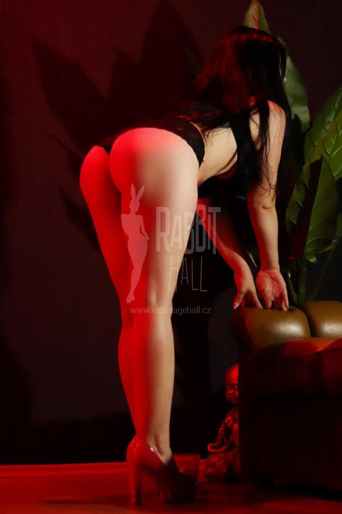 Bella erotic masseuse in Prague